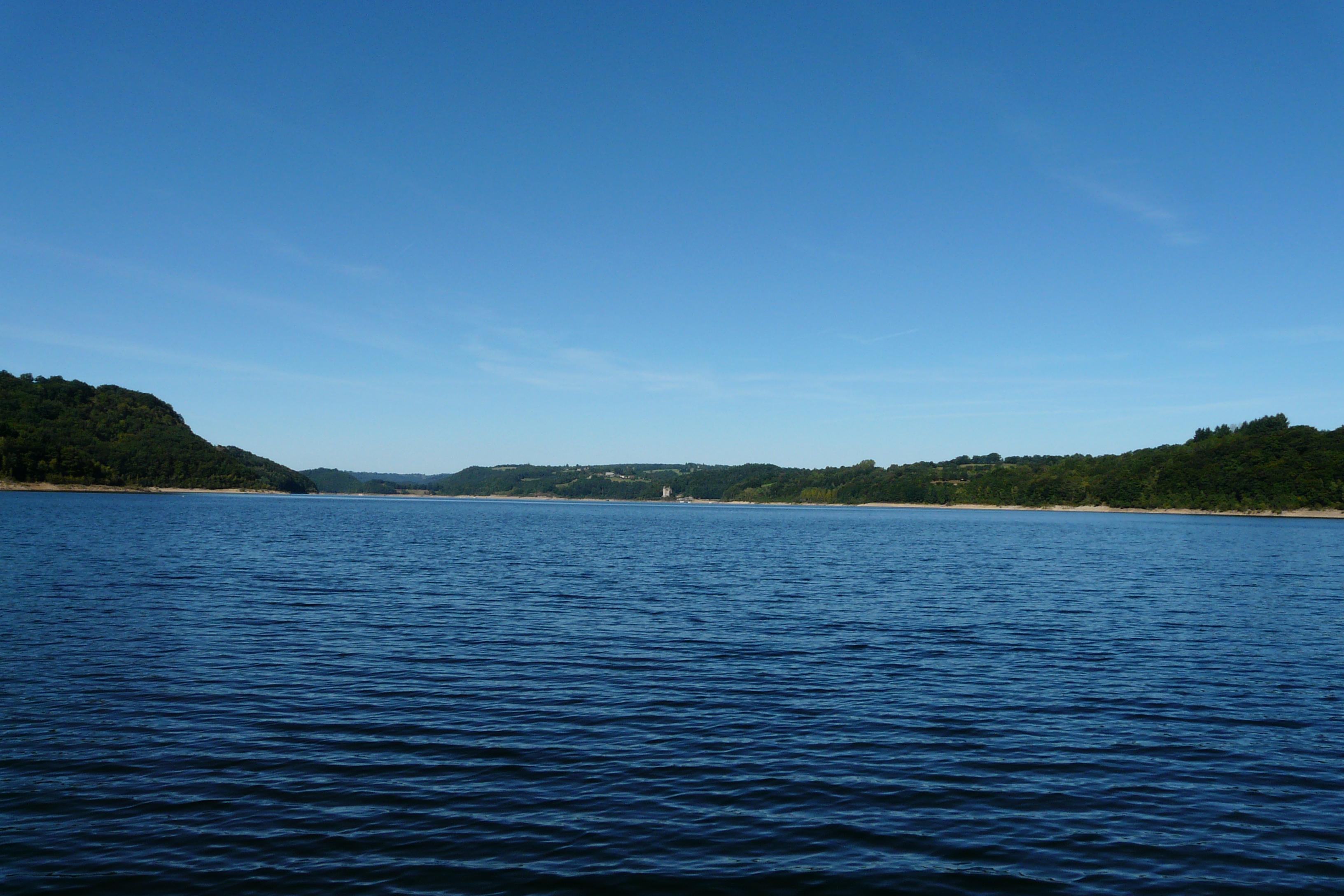 Vue globale du lac de Bort les Orgues depuis la retenue_08092008_FD19
